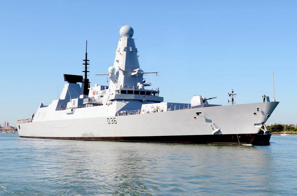 Російські військові обстріляли есмінець Британії в Чорному морі: всі подробиці