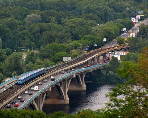 Міст Метро в Києві перекритий через загрозу вибуху
