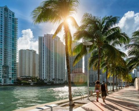 В Майами рухнула высотка: первые кадры с места трагедии