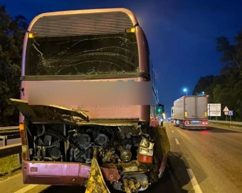 Под Киевом фура протаранила пассажирский автобус: кадры с места ЧП