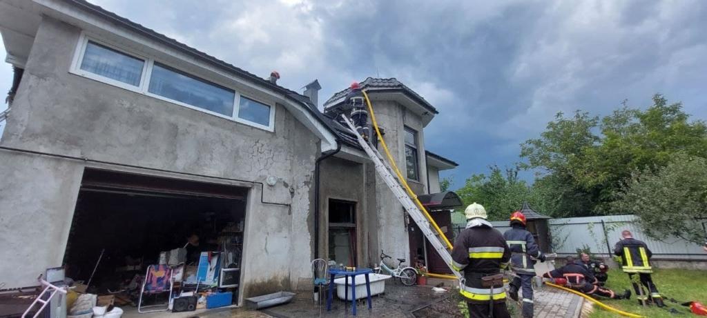 В Ивано-Франковской области самолет рухнул на жилой дом: погибли 4 человека