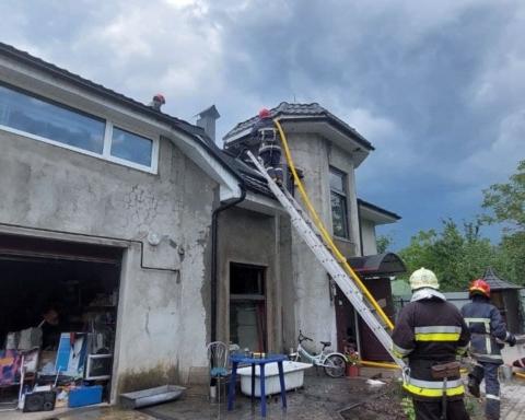 В Івано-Франківській області літак впав на житловий будинок: загинули 4 людини