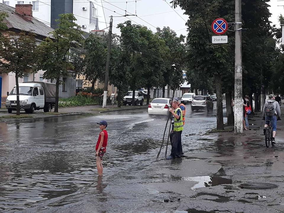 Житомир и Черкассы затопили ливни с ураганным ветром: есть пострадавший