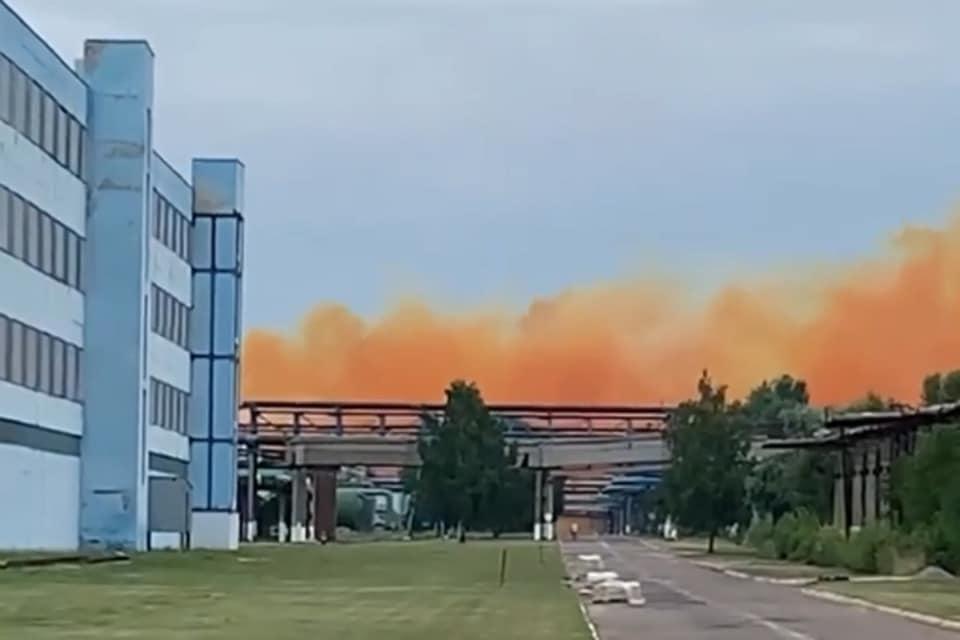 Авария на химзаводе под Ровно: украинцев предупредили о кислотных дождях