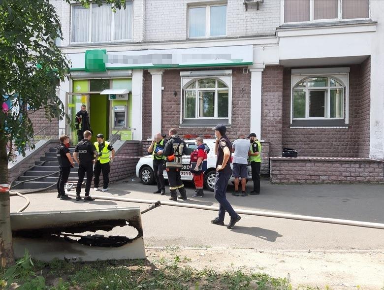 В Киеве женщина с пистолетом почти ограбила «Укрсиббанк»: подробности