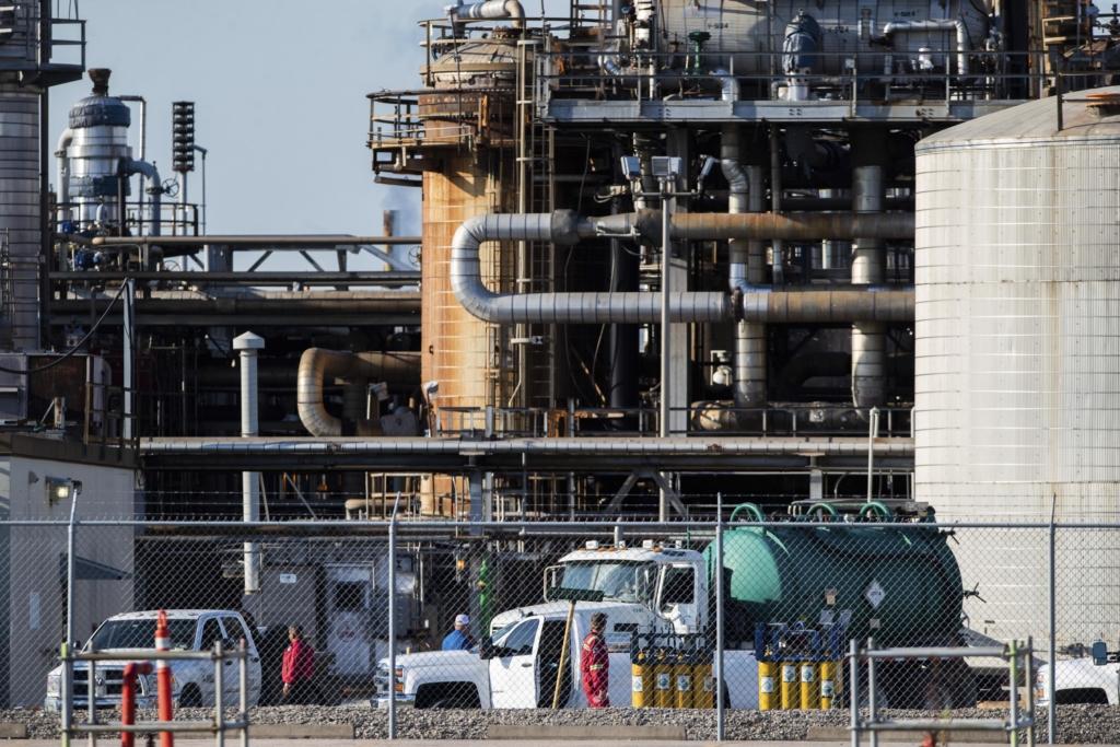 На химзаводе в США произошел выброс уксусной кислоты: много пострадавших, есть погибшие