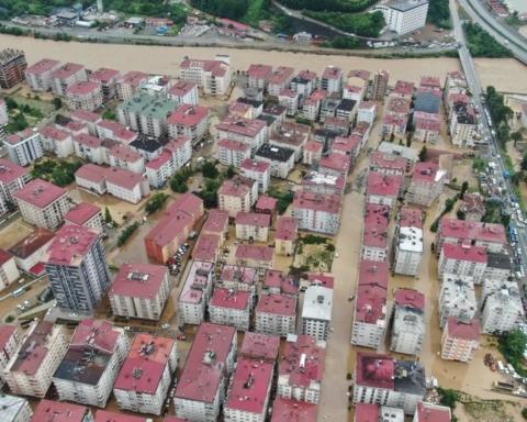 В Турции из-за наводнения затоплен целый город