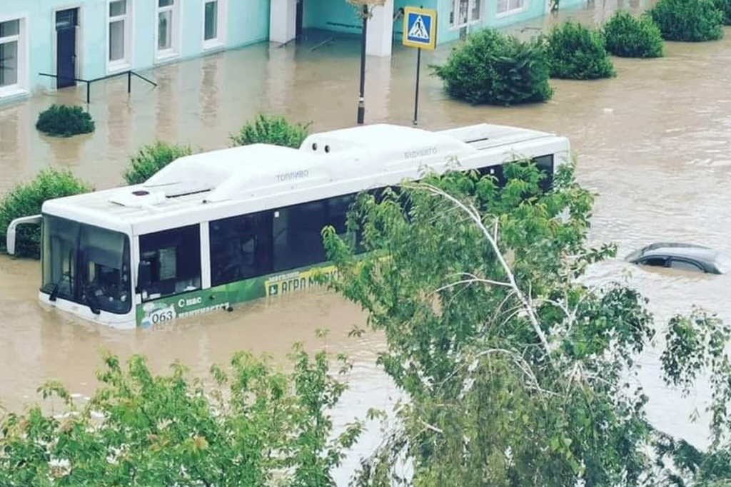 Потоп у Криму: затоплено понад 100 будинків