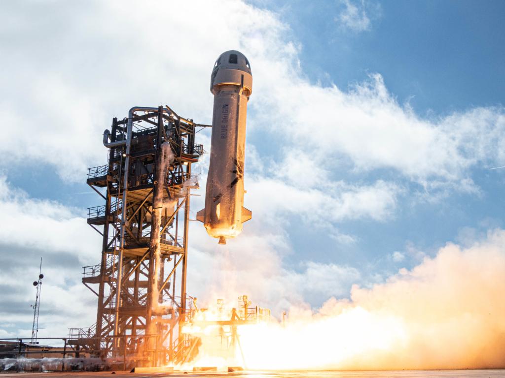 Самый богатый человек на Земле слетал в космос: историческое видео