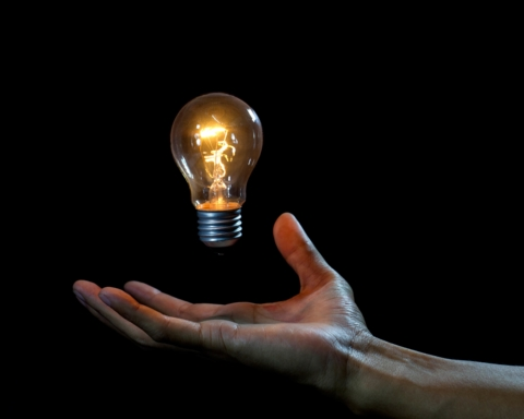 Електроенергія: частина українців не зможе платити за низькими тарифами