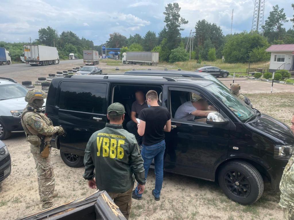 Прикордонники затримали росіянина, який тричі намагався прорватися в Україну – навіть пропонував хабара