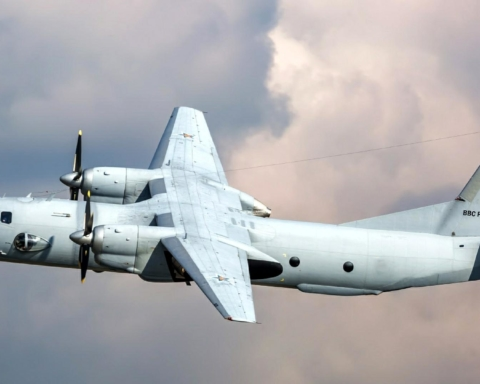 Врізався в скелю: з'явилося перше відео з місця аварії Ан-26 біля узбережжя Камчатки