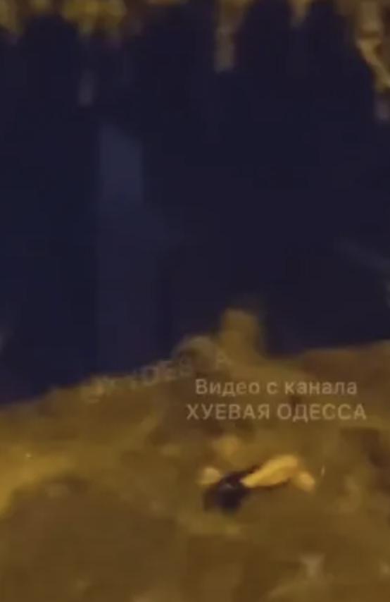 В Одессе после ливня потоки воды носили по улицам тело мужчины – СМИ