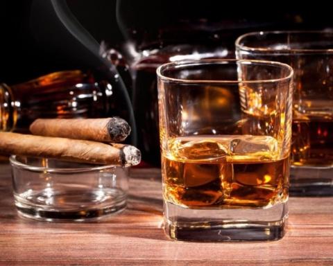 В Україні хочуть заборонити продаж алкоголю і сигарет в супермаркетах