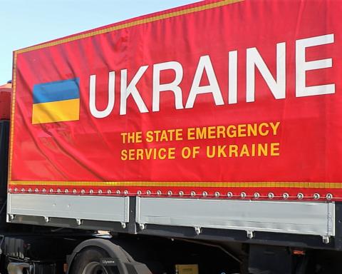 Украина направила в Литву гуманитарную помощь — колючую проволоку от мигрантов