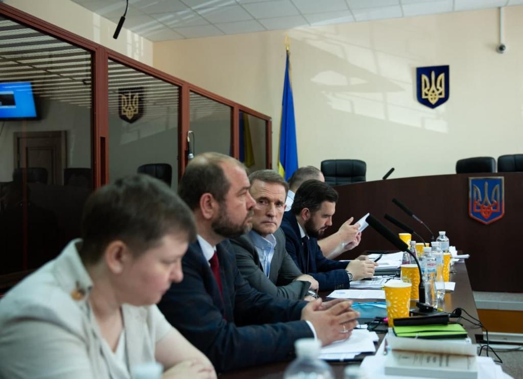 Азаров: Тримання Віктора Медведчука під домашнім арештом – це елементарна розправа
