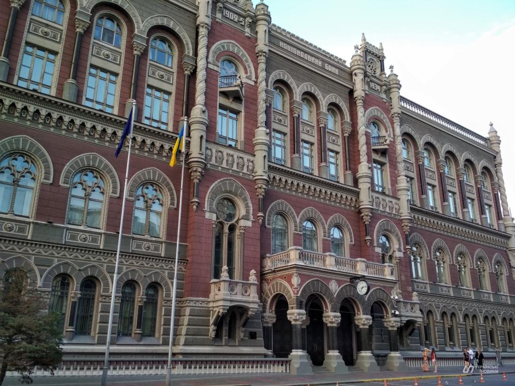 В Україні в якості експерименту почнуть видавати зарплату в е-гривні
