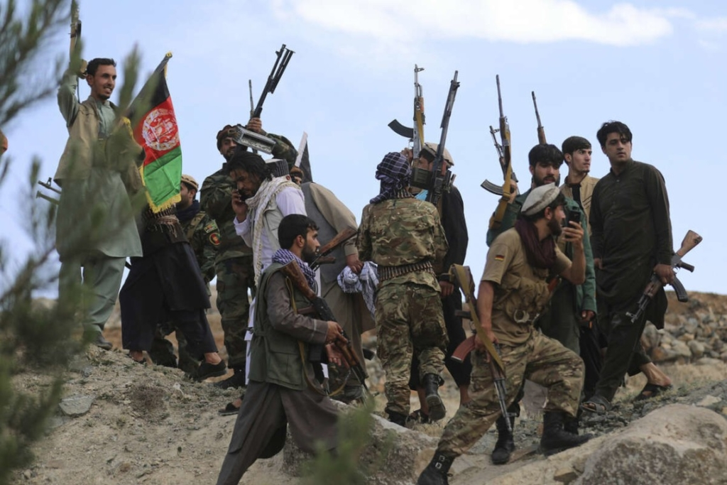 Населення в паніці біжить, десятки країн погодилися прийняти людей: що зараз відбувається в Афганістані