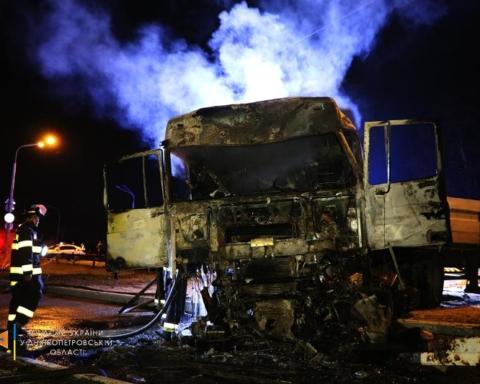 У Дніпропетровській області зіткнулися 4 вантажівки, є загиблий