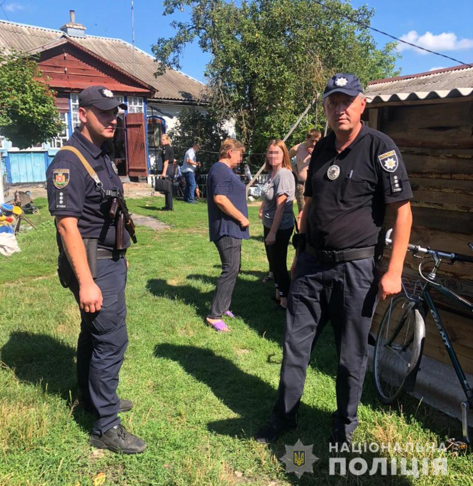 В Житомирской области сын убил отца, но пытаясь скрыться, вместе с детьми попал в ДТП