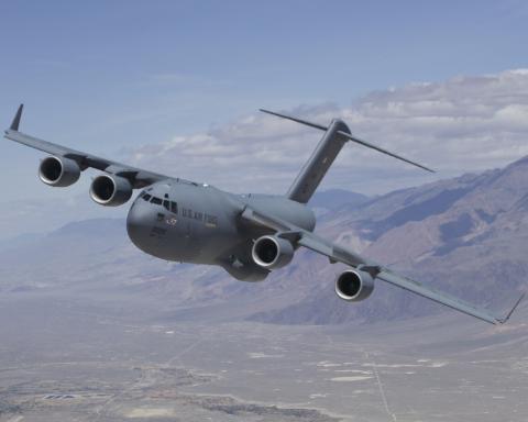 Кадр дня: американский военный грузовой самолет эвакуирует 640 афганцев