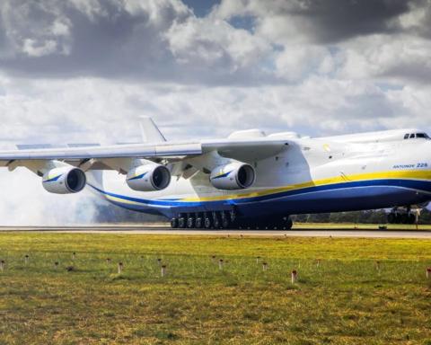 """Українські богатирі встановили світовий рекорд, перетягуючи """"Мрію"""""""