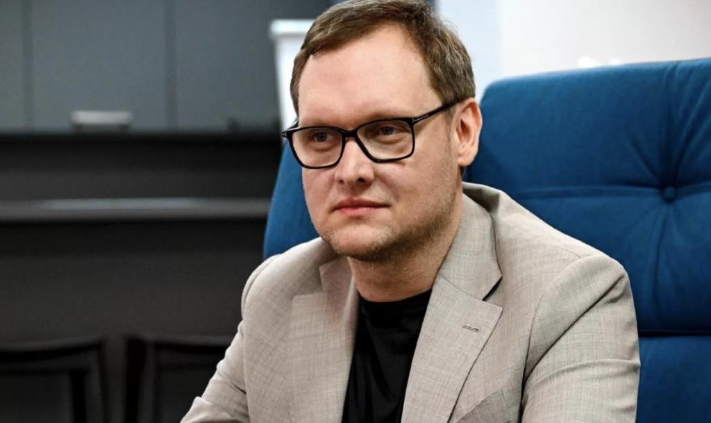 Заступник голови ОП Смирнов переховував Чауса в підземному паркінгу й допоміг йому втекти з України, а отже, має сидіти у в'язниці, – журналіст