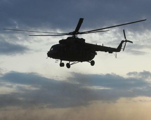 На Камчатці вертоліт з туристами впав у озеро та пішов на глибину: багато загиблих