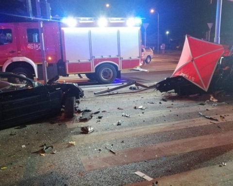 Машину разорвало пополам: украинцы погибли в жуткой аварии в Польше