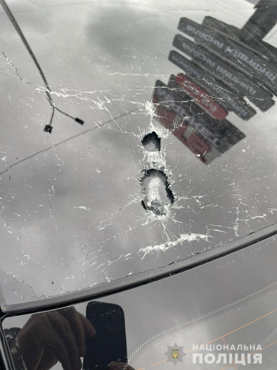 Под Киевом обстреляли автомобиль помощника Зеленского Шефира, ранен водитель