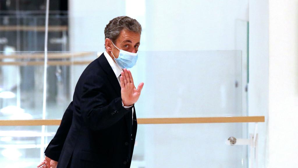 Колишній президент Франції Ніколя Саркозі засуджений до року в'язниці, але за ґрати його не відправлять
