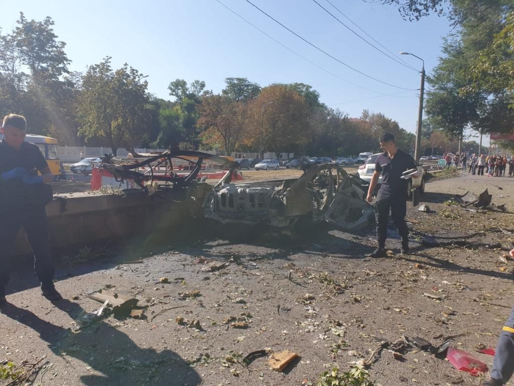 Вибух авто в Дніпрі: в поліції говорять про бомбу