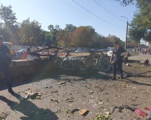 Взрыв авто в Днепре: в полиции говорят о бомбе