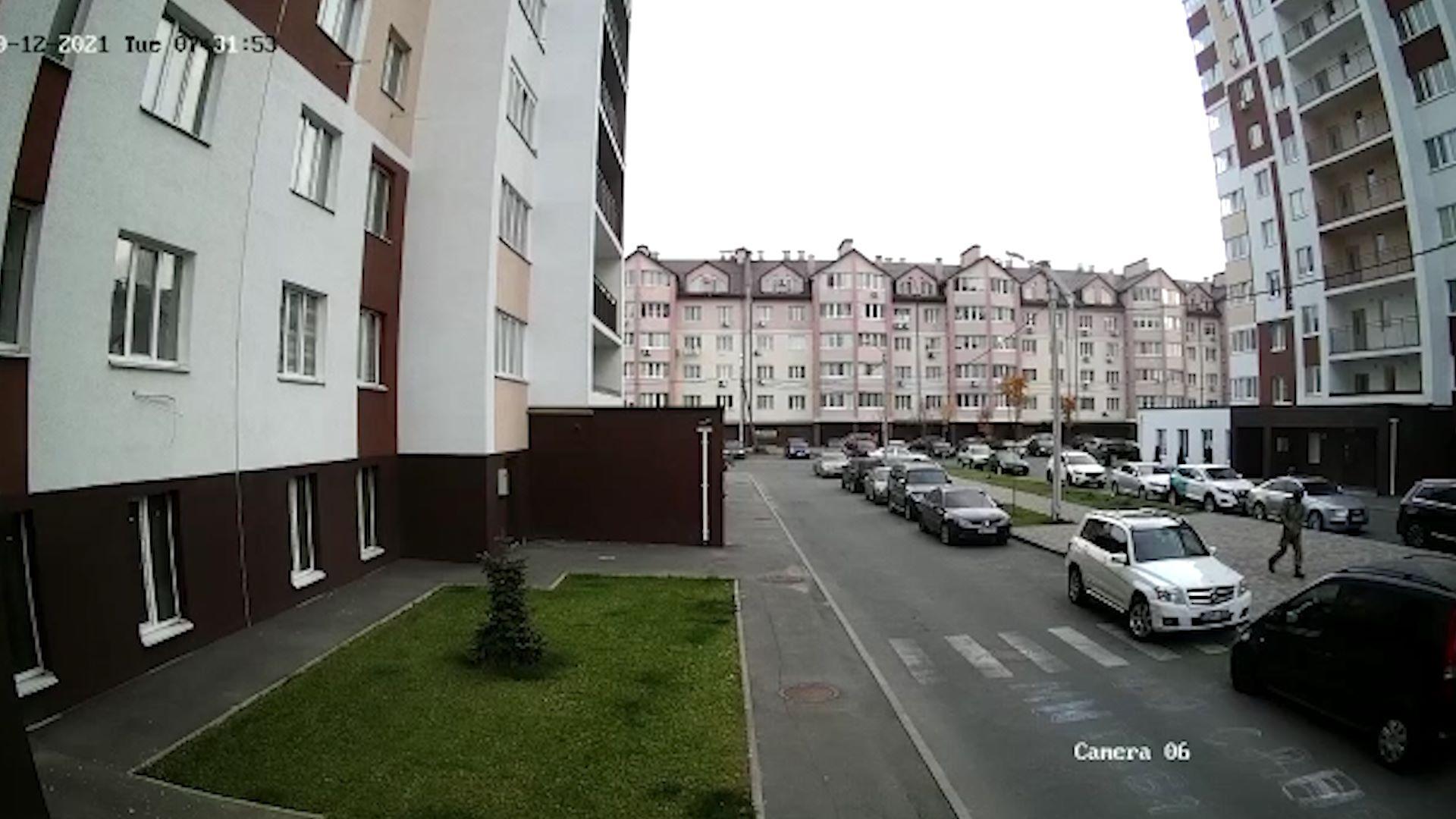 Під Києвом чоловік розстріляв авто з родиною: є поранений