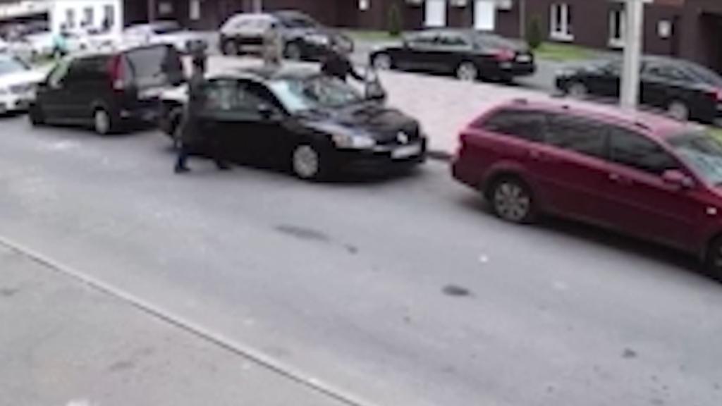 Под Киевом мужчина расстрелял авто с семьей: есть раненый