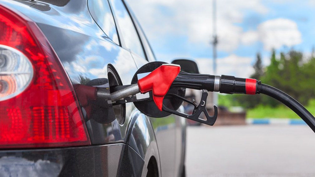 Бензин и дизельное топливо снова подорожают: сколько будем платить