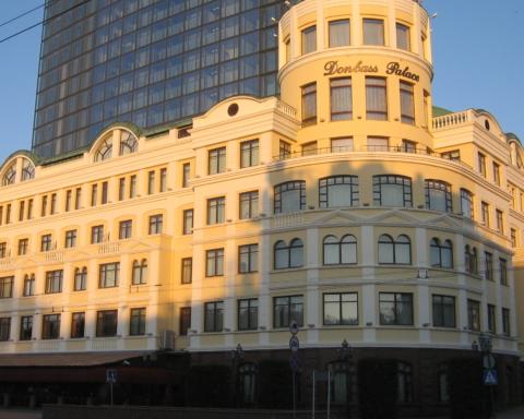 """""""Донбас Палас"""": до чого окупанти довели найвідоміший готель Донецька"""