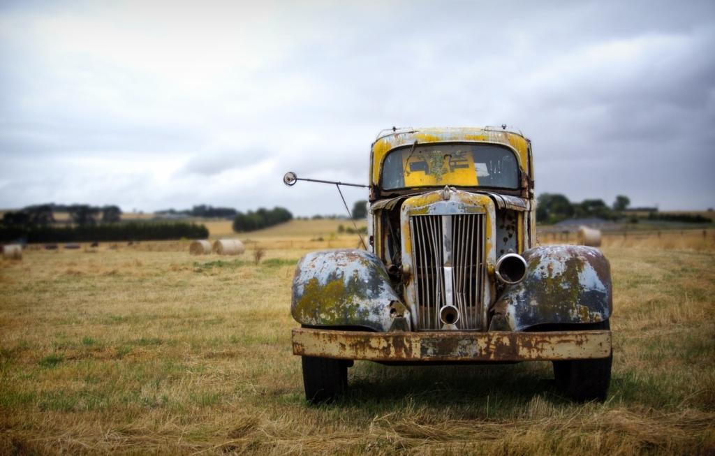 Українців змусять платити податок на старі авто