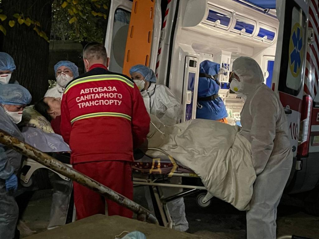 В Одесі лікарі всю ніч евакуювали пацієнтів із COVID-19 з лікарні – закінчився кисень