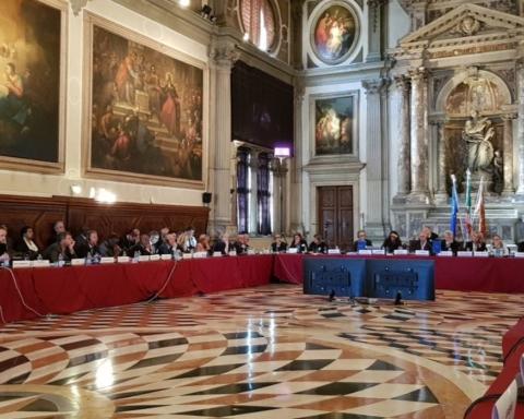 Венецианская комиссия раскритиковала закон о переходном периоде для Крыма и Донбасса