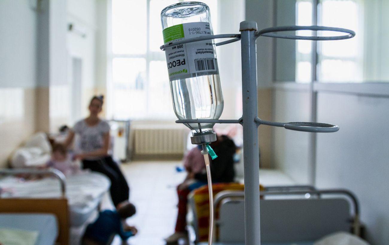 Массовое отравление школьников в Хмельницком: в больнице остаются 15 человек