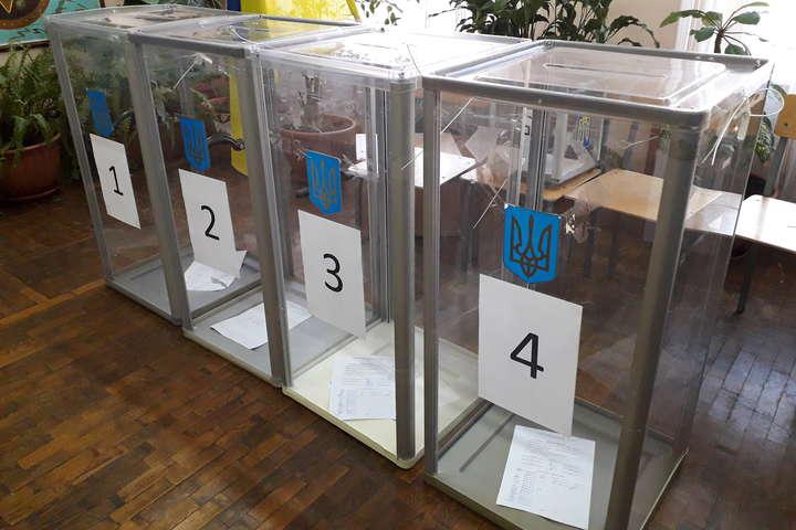 На виборах в Рівному бракує скриньок та кабінок