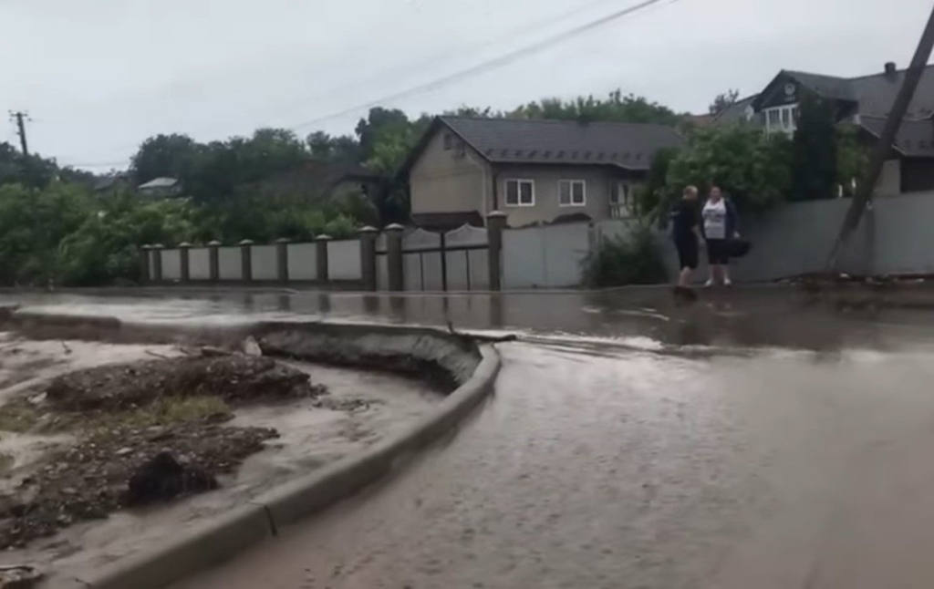 В Черновицкой области из-за непогоды подтоплено уже более 10 населенных пунктов
