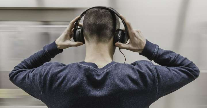 В центре Луцка подростки избили мужчину за русский рэп