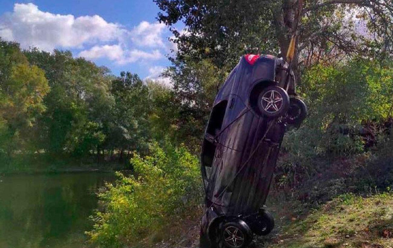 В Полтавській області автомобіль злетів у річку, загинули три людини