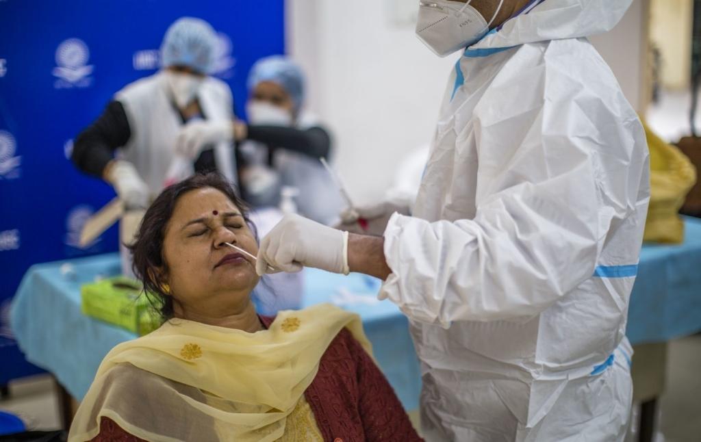 Китай поднял цены на медицинские товары для Индии