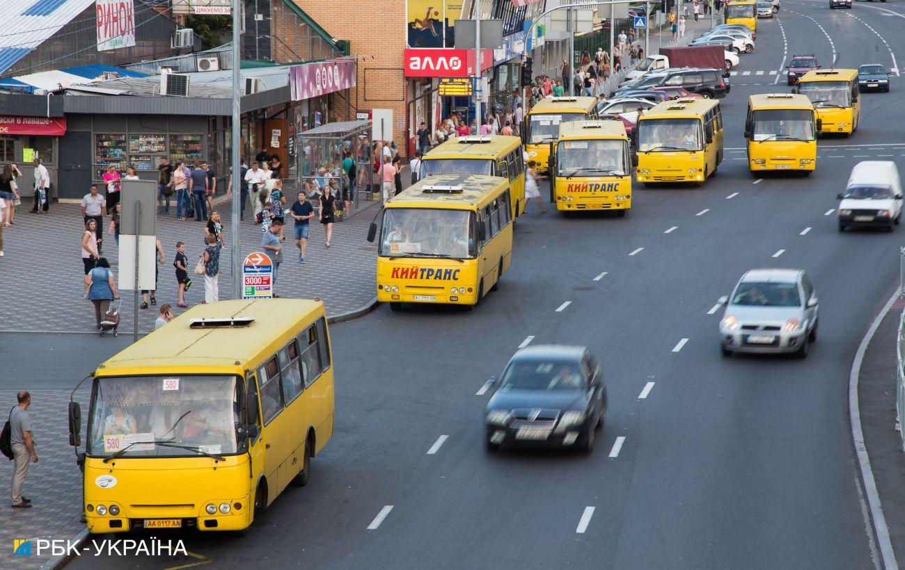 У Києві виявили двох п'яних водіїв маршруток за кермом, їх відсторонили