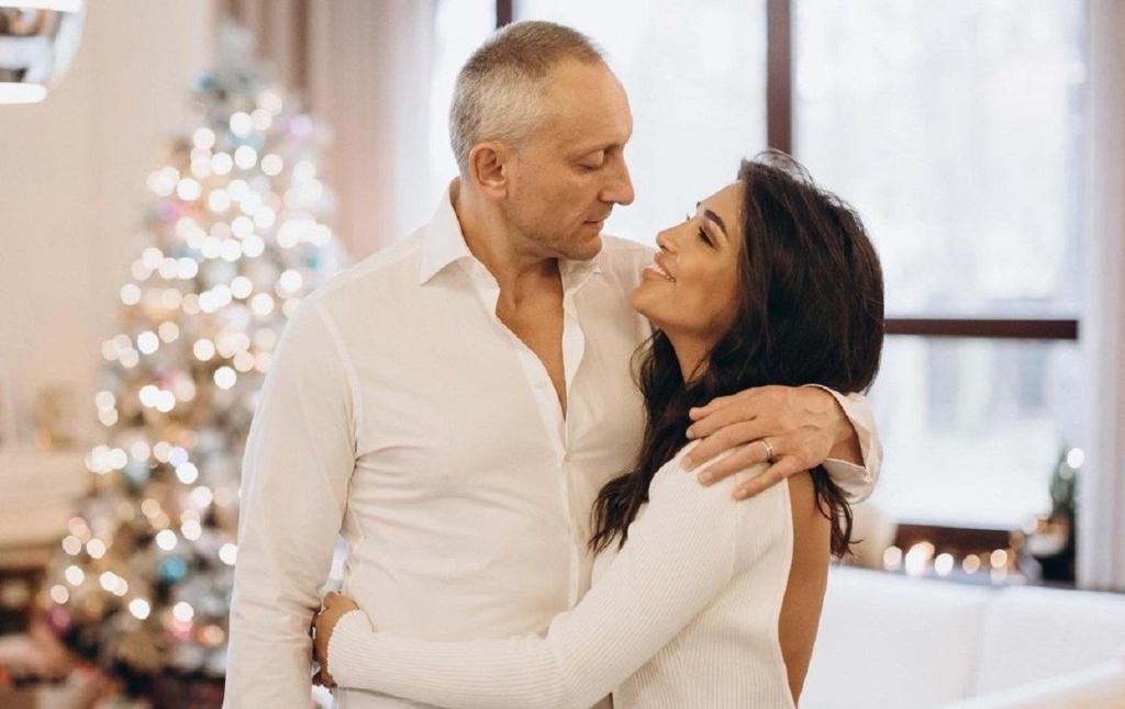 Санта Димопулос разговорилась о ревности и разницу в возрасте с мужем