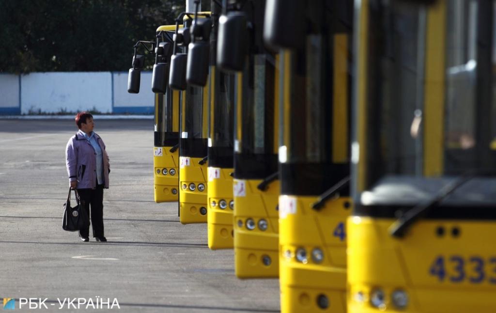 Без спецпропусков. Как работает метро и наземный транспорт в Киеве