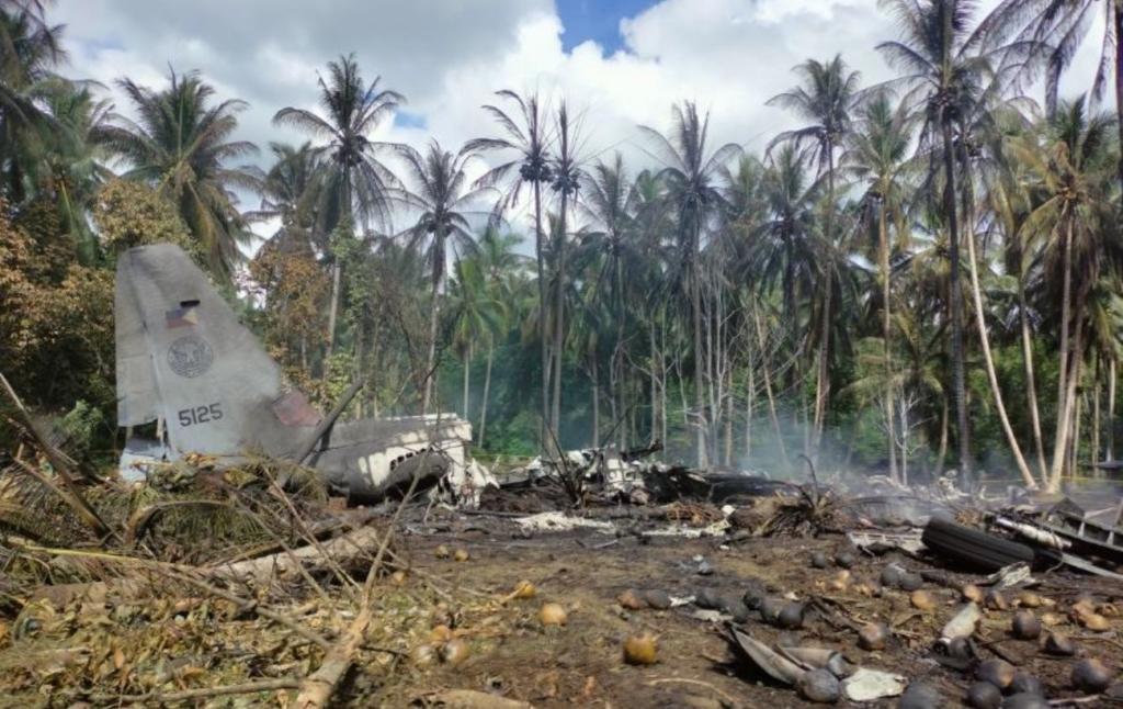 Кількість жертв падіння літака на Філіппінах перевищила 30